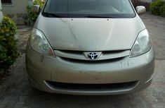Neat Foreign used Toyota Sienna 2006 XLE