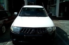 Super Clean Nigerian used Mitsubishi L200 2009