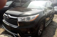 Neat Foreign used Toyota Highlander 2017
