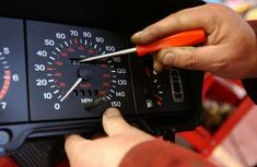 How to detect and avoid odometer fraud when buying used car