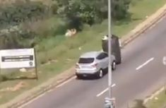 SUV driver assists waste reclaimer to push trolly up hilly road (video)