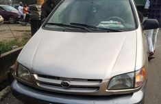 Nigerian Used Toyota Sienna 2001 Model Gold