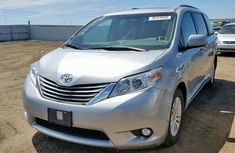 Foreign Used Toyota Sienna 2011 Model Silver for Sale