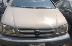 Nigeria Used Toyota Sienna 2000 Model Gold