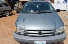 Nigeria Used Toyota Sienna 2000 Model Blue