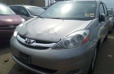 Foreign Used Toyota Sienna 2009 Model Silver