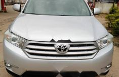 Neat Foreign used Toyota Highlander 2012