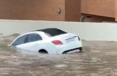 [Video] Mercedes-Benz C-Class floats on water as flood sweeps through South Africa