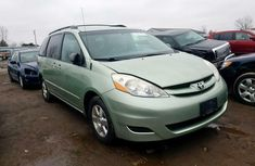 Neat Foreign used Toyota Sienna 2007