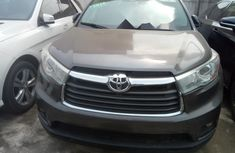 Neat Foreign used Toyota Highlander 2016