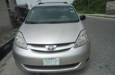 Nigeria Used Toyota Sienna 2008 Model Gold