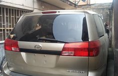 Foreign Used Toyota Seinna 2004 Model Gold