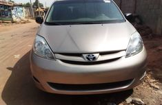 Nigeria Used Toyota Sienna LE 2006 Model Gold
