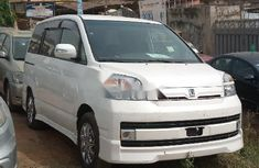 Foreign Used Toyota Voxy 2002 Model White