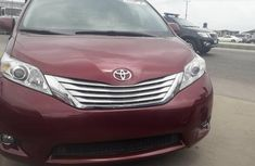 Foreign Used Toyota Sienna XLE 2014 Model Red for Sale