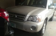 Nigeria Used Toyota Highlander 2004 Model Silver for Sale