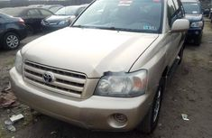 Foreign Used 2005 Gold Toyota Highlander for sale in Lagos