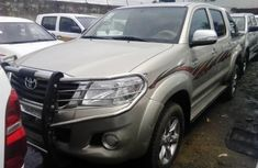 Clean and neat 2014 Toyota Hilux Tokunbo for Sale