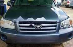 Foreign Used 2005 Blue Toyota Highlander for sale in Lagos
