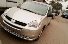 Nigeria Used Toyota Sienna 2004 Model Silver