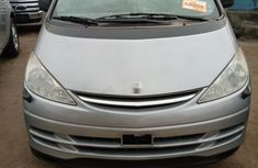 Foreign Used Toyota Previa 2004 Model Blue