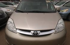 Foreign Used Toyota Sienna 2006 Model Gold for Sale