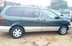 Foreign Used Toyota Sienna 2000 Model Green