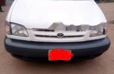 Nigeria Used Toyota Sienna 2000 Model White
