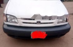 Nigeria Used Toyota Sienna 2000 Model White