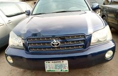Locally Used 2004 Blue Toyota Highlander for sale in Lagos