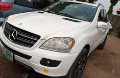 Locally Used 2009 White Mercedes-Benz ML350 for sale in Lagos.