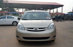 Foreign Used Toyota Sienna 2008 Model Gold