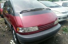 Foreign Used Toyota Previa 2000 Model Red