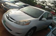 Very Clean Naija Used Toyota Sienna 2006 Model