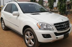 Foreign Used 2009 White Mercedes-Benz ML350 for sale in Lagos.