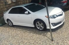 Foreign Used 2012 White Toyota Camry for sale in Abuja.