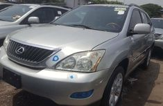 Foreign Used 2006 Silver Lexus RX for sale in Lagos.