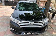 Foreign Used 2013 Black Toyota Highlander for sale in Lagos.