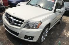Foreign Used 2011 White Mercedes-Benz GLK for sale in Lagos.