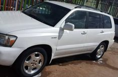 Very neat sharp Nigeria used Toyota Highlander v4 2007 model