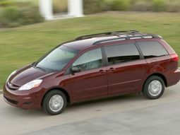 Toyota recalls 300,000 Toyota Sienna cars due to roll-away risks