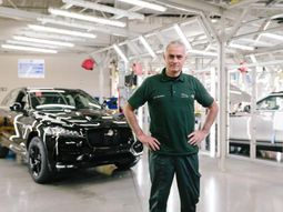 Manchester United Manager to make surprise visit to Jaguar Production Line