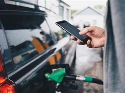 Can cell phone cause explosion at gas pump?