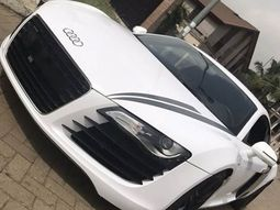 See how Nigerian transformed old black Audi R8 into like-new one