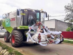 The most unusual wedding vehicles around the world