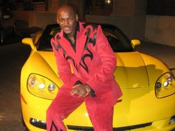 How many cars and houses does 2Face Idibia have?