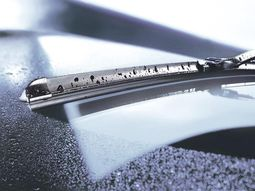 How to properly maintain the windshield wiper blade?