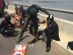 Lagos Police officer acts as paramedic on road!
