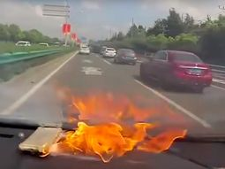 [Video] iPhone on the dashboard explodes in direct sunlight