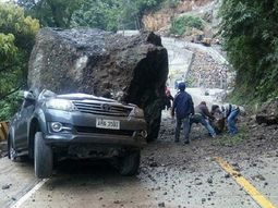 Family of 4 narrowly escaped a deathly accident involving Toyota Fortuner